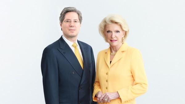 Maria-Elisabeth Schaeffler-Thumann spolu so svojím synom Georgom F. W. Schaefflerom pokračuje v životnom diele svojho manžela Dr.-Ing. E. h. Georga Schaefflera, ktorý zomrel v roku 1996.