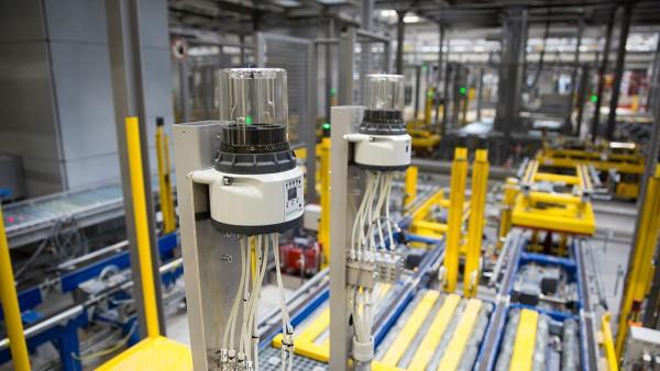 Autonómne čiastočné systémy zospovedajú v novom skladovom a distribučnom systéme Schaeffler za spoľahlivý tok materiálu.