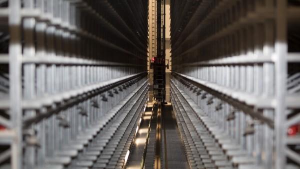 Zdvíhacie pohony a hnacie mechanizmy prístrojov na obsluhu regálov sú permanentne sledované prístrojmi SmartCheck.