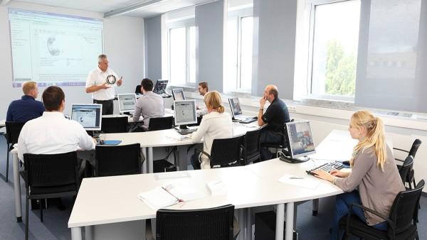 Naša ponuka modulových kurzov v Schaeffler Technology Center – školenie sa uskutočňuje podľa komplexného princípu kompetencií.